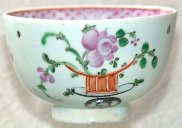 """SOLD - Scarce Lowestoft porcelain polychrome tea bowl in the """"Top Hat"""" pattern 1785-90  £275.00"""