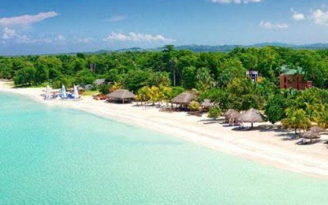 Giamaica: un viaggio con destinazione tropicale Cercate una destinazione che piaccia ad entrambi, senza troppe distrazioni come tour, trappole turistiche e orde di altri viaggiatori? Le coppie potranno apprezzare qui le lunghe e bellissime spiagge #viaggi #relax #mare #sole