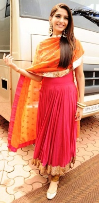 Sonam Kapoor In Anarkali. she never fails to wear prettiest clothes
