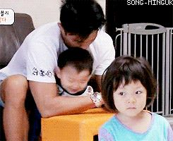 Minguk fooling around with Sung Hoon appa   The Return of Superman