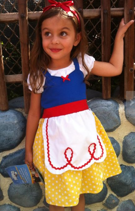 Comfy looking Snow White costume that could be worn more than once!