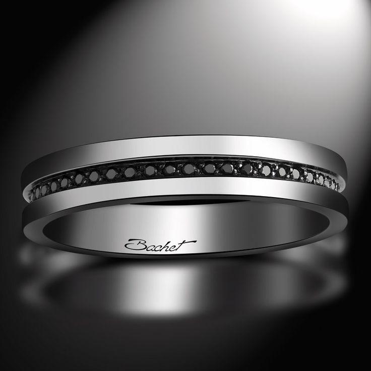 """""""Sense of Light"""", Alliance Homme par Bachet. Modèle en or blanc de section rectangulaire, sertie d'une ligne de diamants noirs (0.25 carat)"""