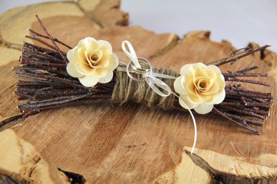 25 Ring Bearer Pillow Alternatives {ahandcraftedwedding.com} #DIY #wedding #ringbearer  #alianzas, #portaalianzas, #bodas, #novias