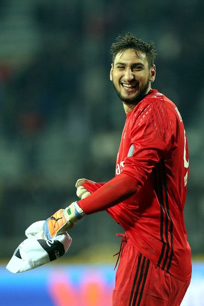 Gianluigi Donnarumma of AC Milan celebrates after the game during the Serie A match between Empoli FC and AC Milan at Stadio Carlo Castellani on November 26, 2016 in Empoli, Italy.