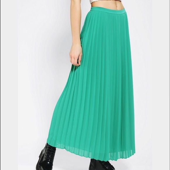 Sparkle & fade Pleated maxi skirt Turquoise pleated maxi skirt, fully lined with side zip closure. Great summer piece! Purchased from urban outfitters, lightly worn with no rips, stains or tears. Smoke free home. 100% polyester. Urban Outfitters Skirts Maxi