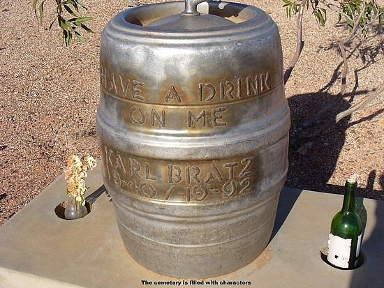 Beer Keg Headstone!  Oh my God.  Is this perfect for yout Dad or what?  Huh Alyssa?  Too funny!
