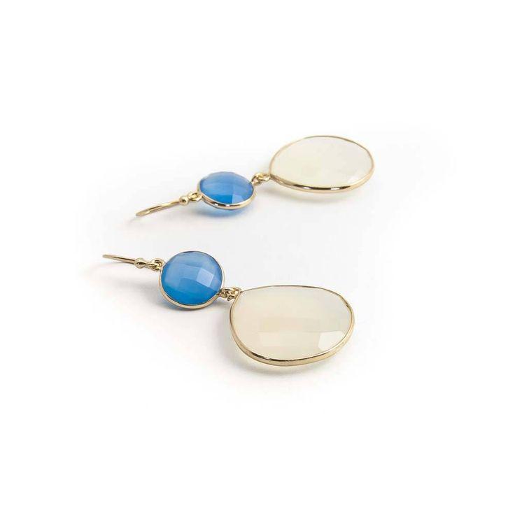 Oorbellen met blauw en wit chalcedoon in verguld zilver