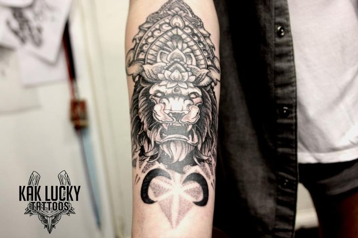 Rad cover up piece by Gareth Doye  #kakluckytattoos #kloofstreet #capetown #tattoos #mandalatattoo #dotwork #armtattoo #coverup