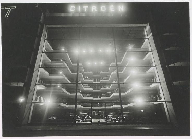 Laprade & Bazin 1928 Photographie du garage Marbeuf : vue nocturne extérieure avec essai d'éclairage électrique.