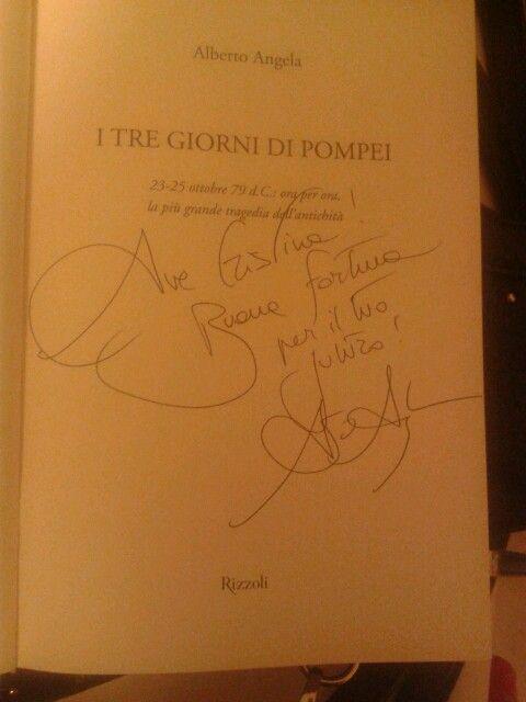 """La dedica di alberto angela sul mio libro """"I tre giorni di Pompei"""". 15-01-2015 bari feltrinelli"""