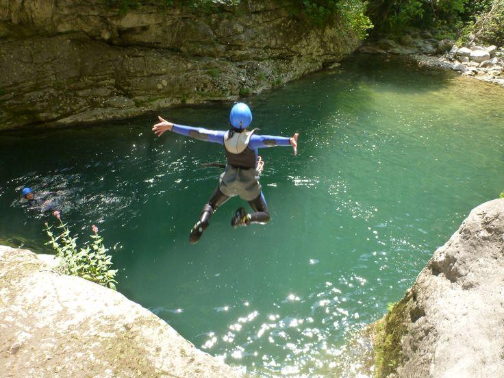 Saut canyoning des Gorges du Loup - Randonnée aquatique des Gorges du Loup - http://lesgeckos.fr/canyoning/canyon-gorges-du-loup-grasse/