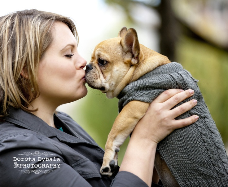 Chicago Portrait Photographer Woman kissing french bulldog