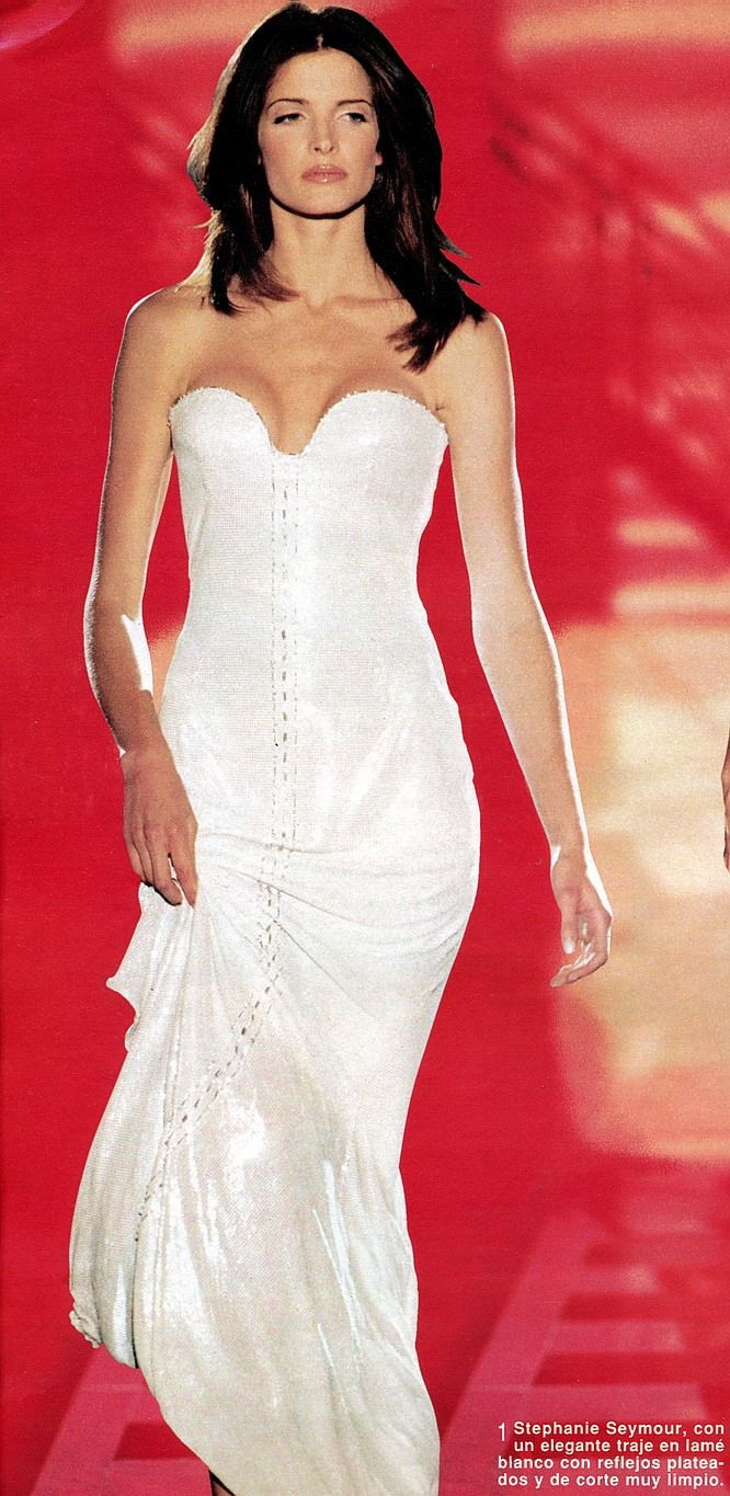 370 best images about atelier versace fall 1995 on for Haute couture atelier