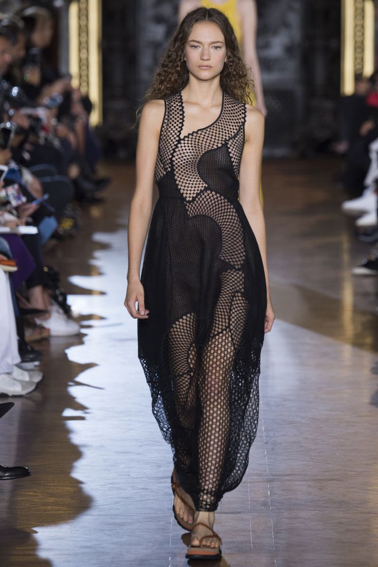 See every look from Stella McCartney's new collection