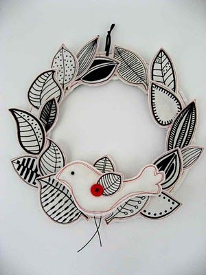 love this simple black & white wreath, frickin cute...have to make this for my girl's door.