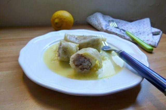 lahanodolmades avgolemono (involtini di cavolo capuccio con salsa avgolemono)