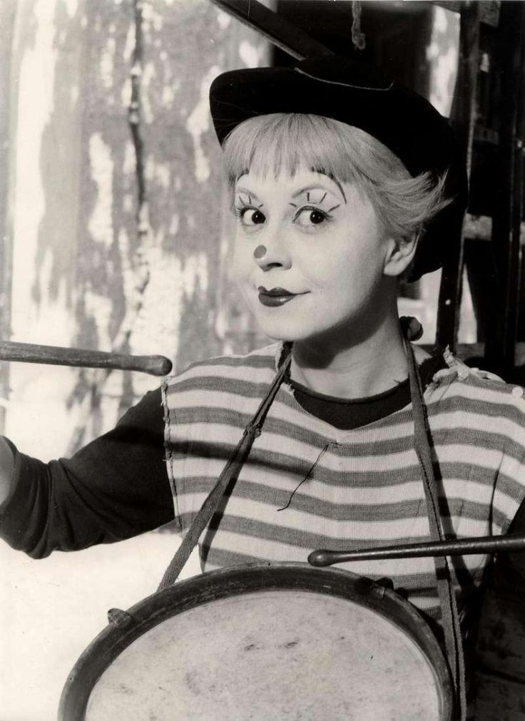 Fellini's wife and muse Giuletta Masina in movie La Strada .. her eyes are inescapable!!
