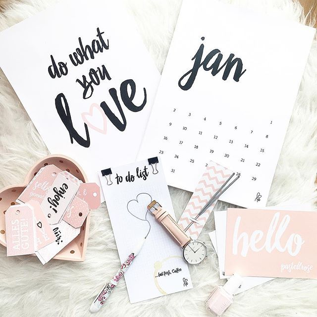 Sooo süße Sachen bei @sppiy  Ich habe mich besonders in das Bild, den Kalender, meiner personalisierten Karte und die kleinen Sprüche-Kärtchen verliebt Der Onlineshop bietet eine tolle Auswahl auch für alle Interior-Fans U.a gibt es dort auch Printlabels... Wie gefallen euch die Sachen?  #interior #interiordesign #ad #blogger #blogger_de #modeblogger #modeblogger_de #fashionblogger #fashionblogger_de #sunday
