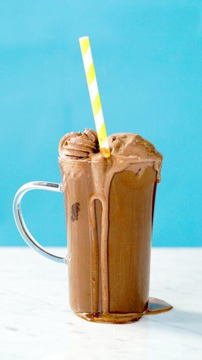 Que tal um chocolate quente com uma bola de sorvete Phish food pra aquecer esse inverno?