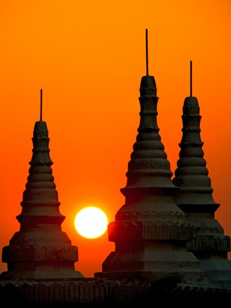 See the incredible Ananda Pagoda Festival in Bagan, Myanmar with www.LuminousJourneys.net    Bagan - Myanmar by Eden Viaggi