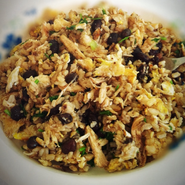 My favorite fast and healthy meal. (I keep cooked brown rice and cooked shredded chicken in the fridge to make this fast and easy.) Stir fry:  brown rice, shredded chicken, egg whites, black beans (leftovers) green onion and cilantro.Healthy Meals, Brown Rice, Eggs White, Favorite Fast, Cooking Shredded, Black Beans, Cooking Brown, Beans Leftover, Green Onions