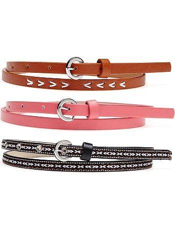 Lote de 3 cinturones finos Mujer 6,99€ Cinturones Un lote de 3 cinturones que casará con cada uno de tus trajes según el gusto del día: con diseño ikat, bordado o liso co