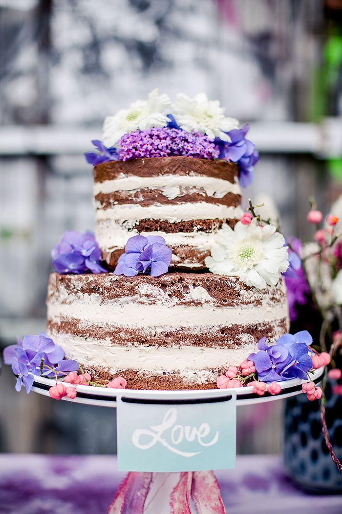 ideen f r hochzeitstorten 2015 hochzeitstorte naked cake mit lila blumen von. Black Bedroom Furniture Sets. Home Design Ideas