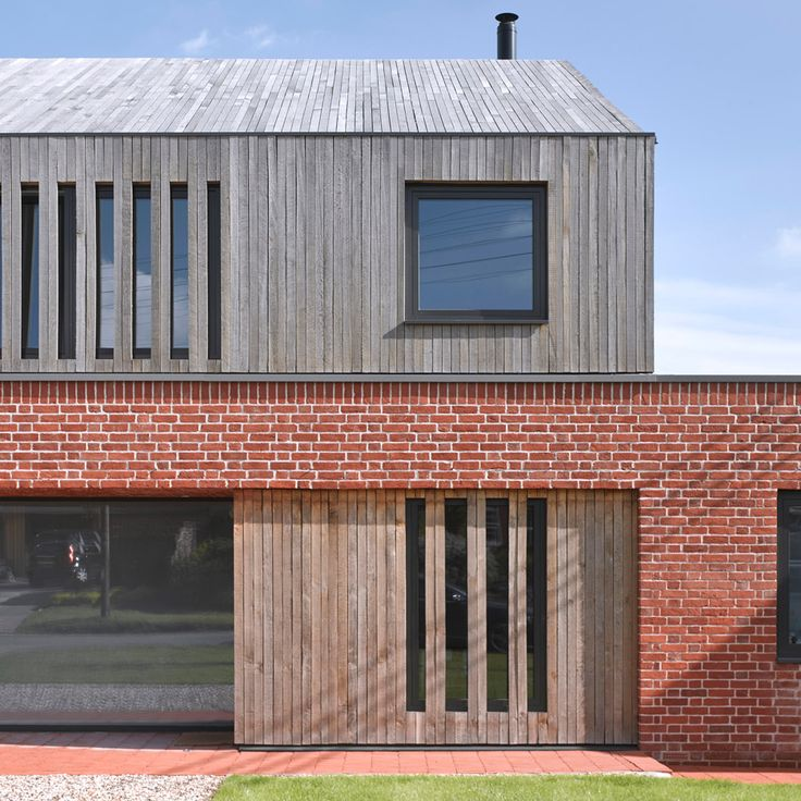 Combination of materials, interesting garaging, accommodation above