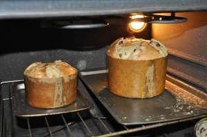 La ricetta per fare il Panettone in casa è un pò elaborata e lunga da preparare, ma si ottiene un prodotto genuino. Tipico milanese. Preparatelo qualche giorno prima delle feste. Gli stampi per fare il panettone li trovate in qualsiasi negozio di casalinghi. Ingredienti: 250 gr. di pasta di pane lievitata 1,350 Kg. di farina […]