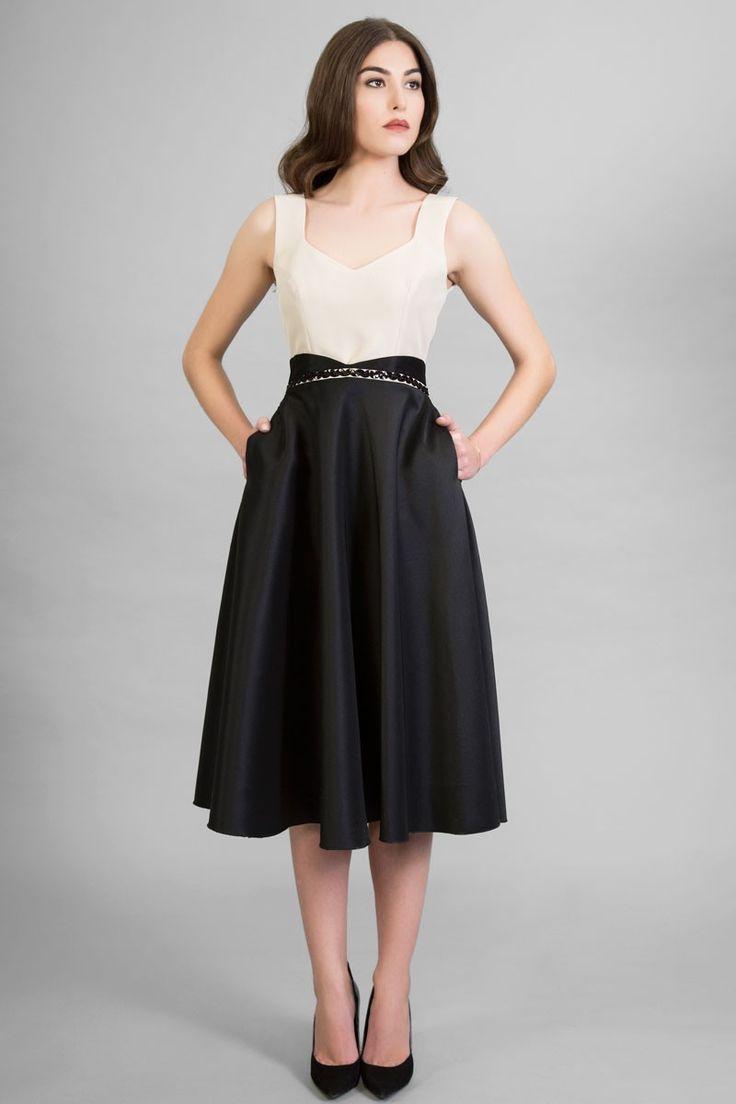 vestido midi beige negro escote corazon