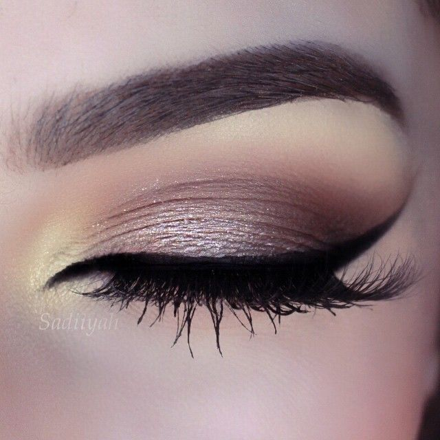 Brown smokey and perfect liner !