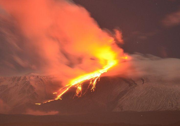 Etna, lo spettacolo dell'eruzione