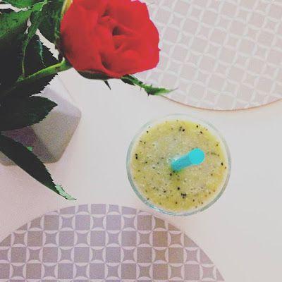 EAT TRAVEL LIVE LOVE: Kokosové smoothie s ananásom a kiwi  Ingrediencie...