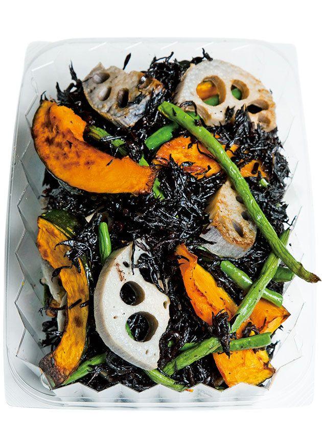 ごろごろの根菜で食べごたえあるひじきの新しい食べ方を発見ひじきはソテーしても美味。それを知るだけでも、毎日の食卓は多彩になる。|『ELLE a table』はおしゃれで簡単なレシピが満載!