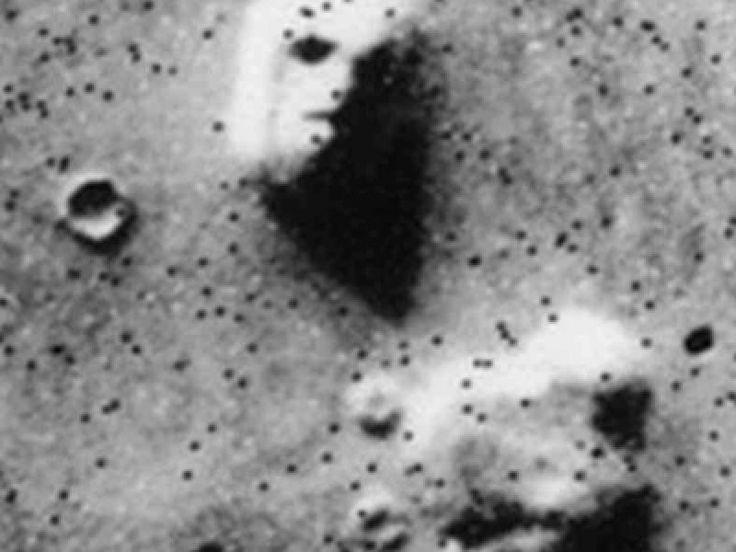 """Son """"misterios"""" alimentados más por las creencias que por las pruebas. Entre ellos están la supuesta existencia de una civilización en Marte, bacterias fosilizadas en rocas o incluso caras de horror en el gélido terreno de este planeta."""