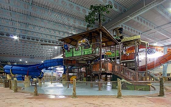 Kalahari Resort in Sandusky, Ohio. Has large indoor/outdoor water park, huge ball room, spa, safari, black light mini golf, bowling, bunch of outdoor things...just tons to do and very decent price.