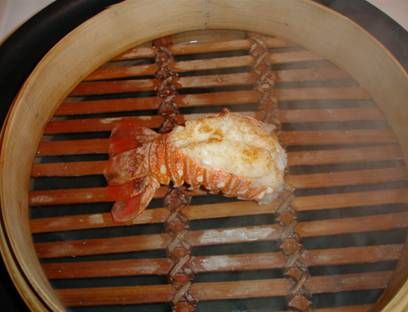 How to cook lobster tails in a bamboo steamer