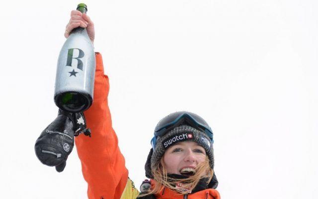 Valanga travolge campionessa mondiale di snowboard: muore Estelle Balet Estelle Balet, campionessa del mondo di snowboard estremo Freeride World Tour, è morta travolta da una valanga sulle Alpi svizzere. La ragazza, appena 21enne, stava girando un video e scendeva a gran #estellebalet #mortacampionessasnow