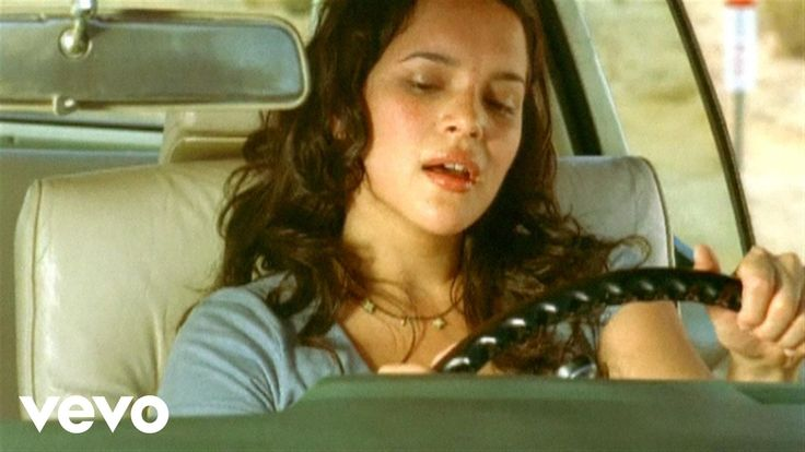 Music video by Norah Jones performing Come Away With Me. (C) 2002 Blue Note Records