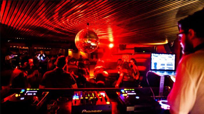 Los mejores bares están en el DF y los bares en la Condesa no tienen igual http://mxcity.mx/bares/bares-en-la-condesa/