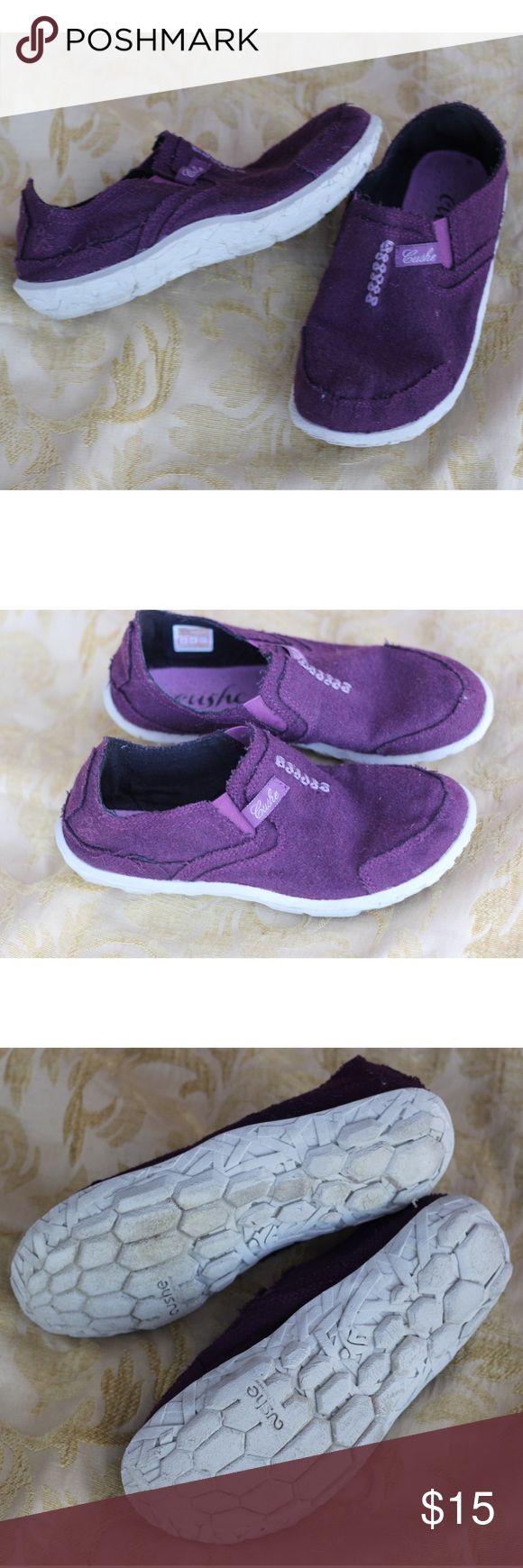 Cushe Slipper II Purple Felt Shoes 37/6 Cushe Slipper II Shoes, 37/6. Purple Felt. Inner sole has some pilling. Lightweight and comfy. Nice overall condition and smoke free home. Thanks!! Cushe Shoes