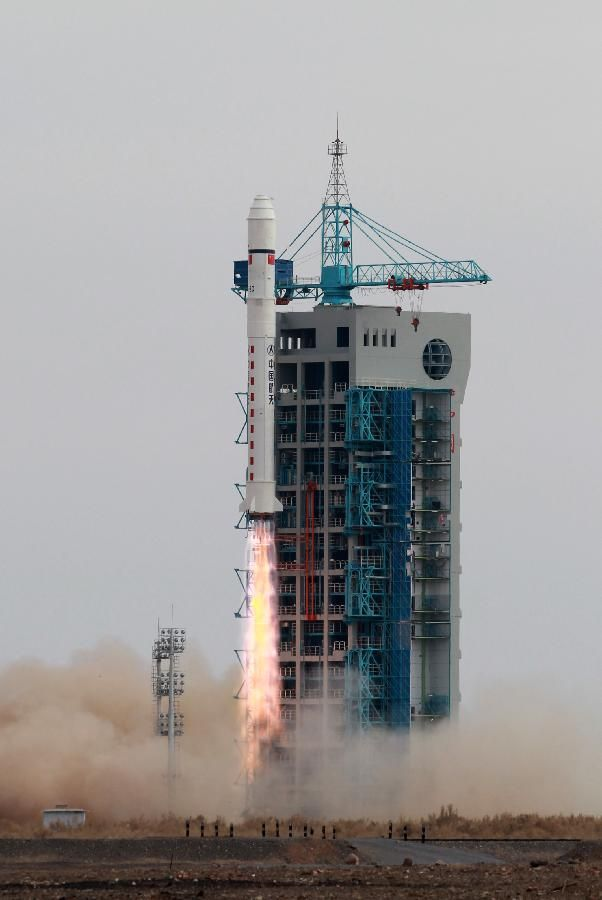 CHINA-JIUQUAN-SATELLITE-LAUNCH (CN) A Long March-2D carrier rocket carrying the Yaogan-24 remote sensing satellite blasts off from the launch pad at the Jiuquan Satellite Launch Center in Jiuquan, northwest China's Gansu Province, Nov. 20, 2014. The satellite will mainly be used for scientific experiments, natural resource surveys, crop yield estimates and disaster relief. (Xinhua/Ren Long)