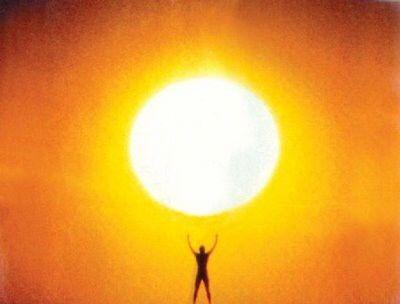 """""""Se dice que todo cuanto ansiamos es encontrarle un sentido a la vida. No creo que sea eso lo que realmente buscamos. Creo que lo que buscamos es experimentar el hecho de estar con vida, de modo que nuestras experiencias vitales en el plano puramente físico tengan resonancias dentro de nuestro ser y realidad más internos, y así sentir realmente el éxtasis de estar vivos.""""    Joseph Campbell"""
