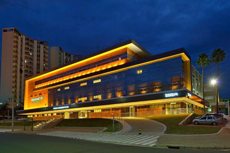 Galeria da Arquitetura | Hospital Unimed de São José do Rio Preto - A fachada e o interior do Hospital Unimed de São José do Rio Preto primam pela inovação, qualidade, conforto, beleza e elegância