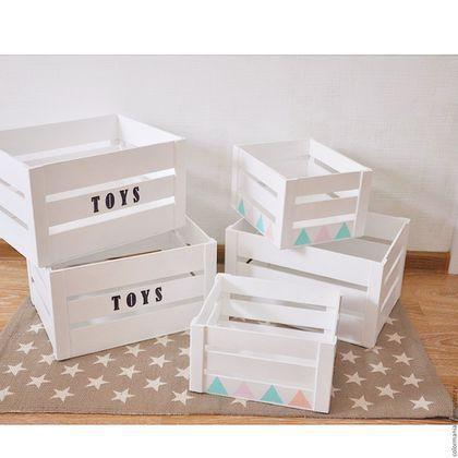 Купить или заказать Деревянный ящик для игрушек в интернет-магазине на Ярмарке Мастеров. Деревянный ящик для хранения игрушек. Очень удобный , функциональный аксессуар. Можем сделать другую надпись и ящик можно использовать не только в детской комнате. За счёт своей 'воздушной' конструкции , ящик очень лёгкий.