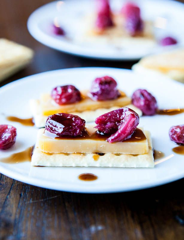 Roasted Grapes and Balsamic Reduction with Cheese and CrackersCrackers Recipe, Reduction Recipe, Balsamicgrapes 10, Grape Appetizers, Food, Cheese, Balsamic Grape, Roasted Grape, Balsamic Reduction
