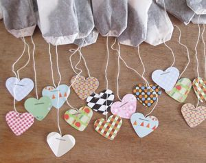 Theezakjes in hartvorm #knutselen met een pons. #moederdag #valentijn