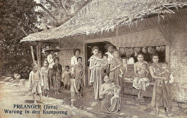 Tempo Doeloe #14 - Preanger, warong in the kampung, 1912 by tokek belanda (very busy), via Flickr