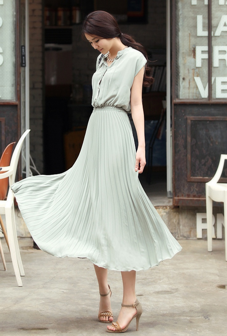 i am loving this gorgeous, lightweight, floaty dress. it is can totally be professional and fun.