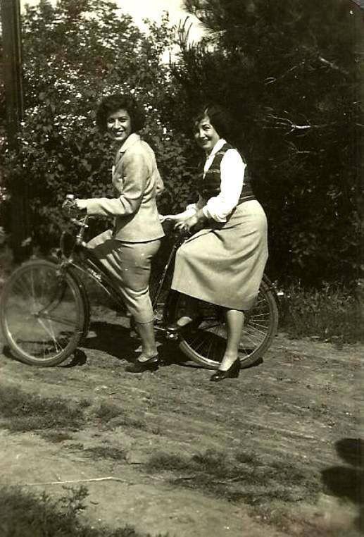 1942 bisikletli kadınlar Erenköy